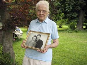 91-Year old woman lives with corpses for over 10 years!!!