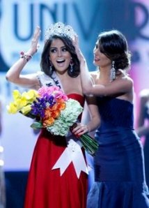 Jimena Navarrete is crowned Miss Universe