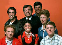 Tom Bosley with the cast of 'Happy Days'.