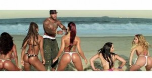 "Flo Rida making some girls dance to his new jam ""Turn Around (5,4,3,2,1)"