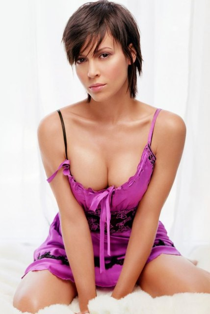 http://jerrybrice.files.wordpress.com/2011/03/alyssa_milano_hot_girl_featured.jpeg