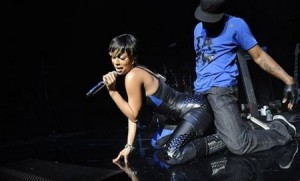 Chris Brown Hitting Keri Hilson... non-violently and she likes it!