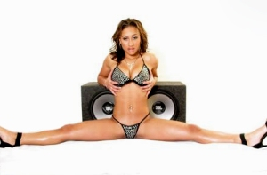 Hoopz...how does she do it?Shaq???